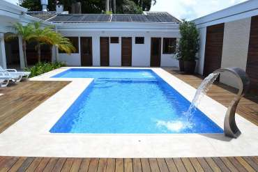Saiba como e onde realizar a troca de vinil da piscina!